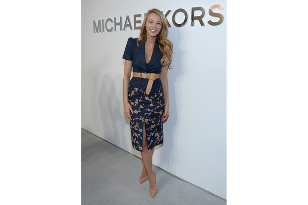 blake-lively-michael-kors-pencil-skirt_hg_temp2_s_full_l